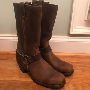 Frye Harness 12R nearly new condition SZ women's 9